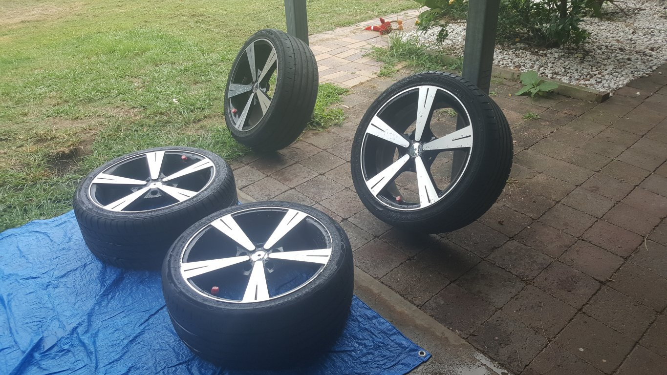 18 INCH Black and Alloy MAGS With Tyres