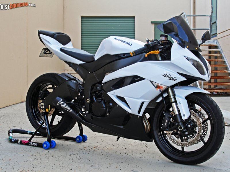2010 Kawasaki Ninja Zx-6r White, Black And Gold. - BoostCruising