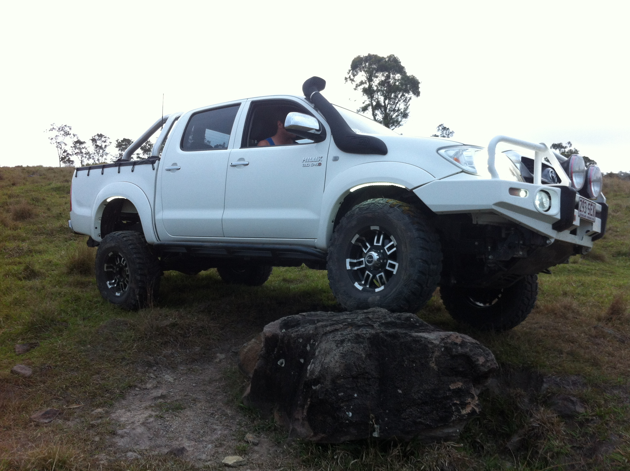 2009 toyota hilux sr5 4x4 kun26r 09 upgrade boostcruising. Black Bedroom Furniture Sets. Home Design Ideas